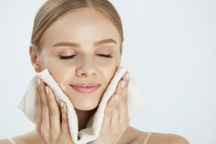 思春期ニキビの洗顔後はやさしく拭く